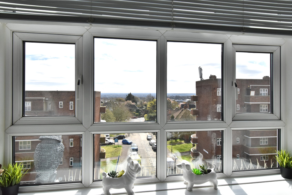 3 bed flat for sale  - Property Image 12