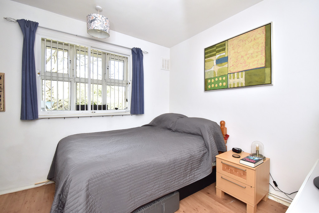 3 bed flat for sale  - Property Image 10