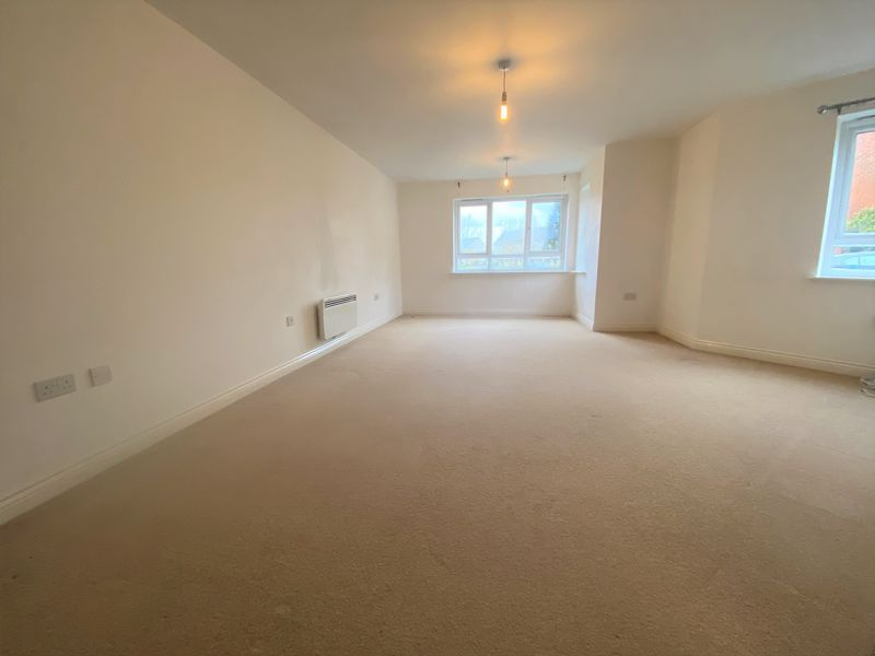 2 bed flat to rent in Mid Water Crescent 1