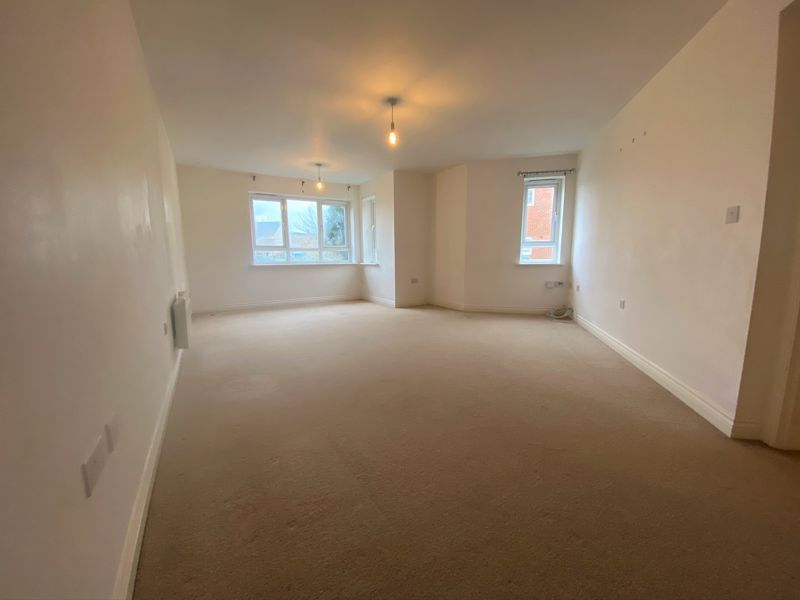 2 bed flat to rent in Mid Water Crescent 3