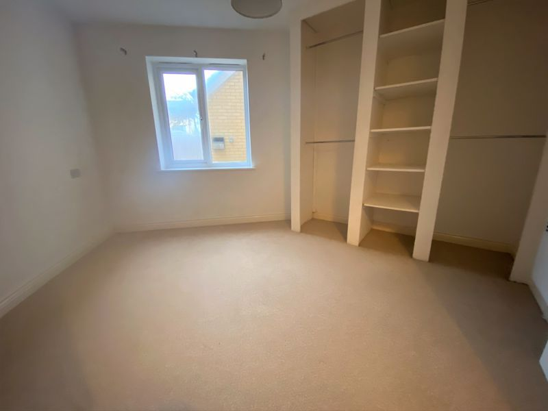 2 bed flat to rent in Mid Water Crescent 7