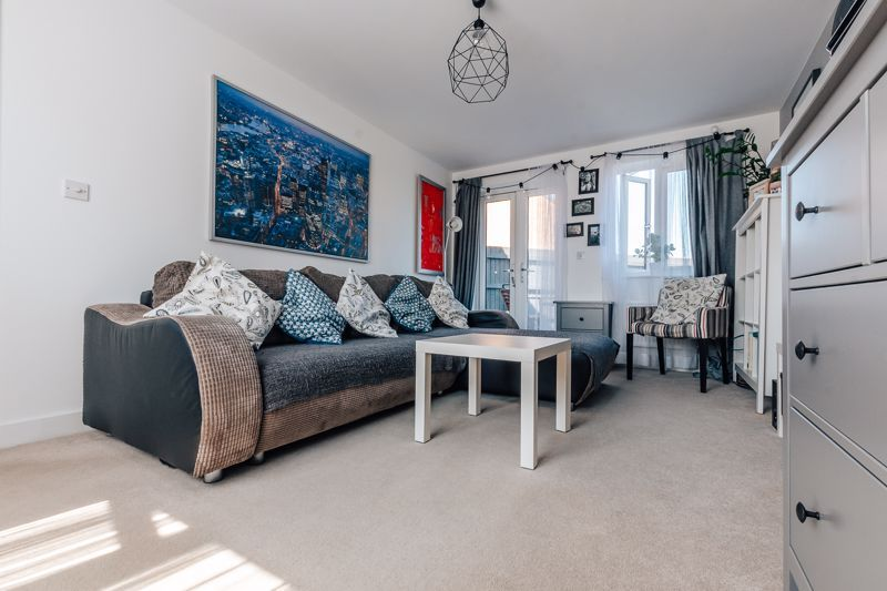 3 bed  for sale in Chamberlain Way  - Property Image 3