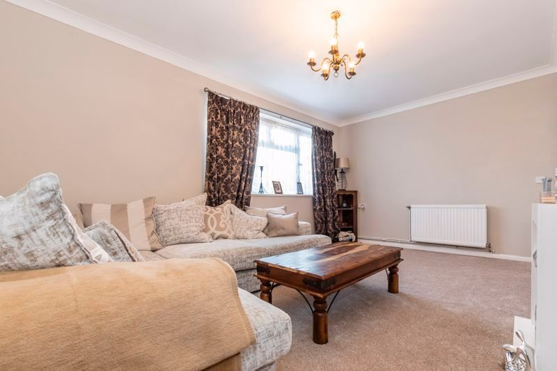 2 bed flat to rent in Bluebell Avenue 1