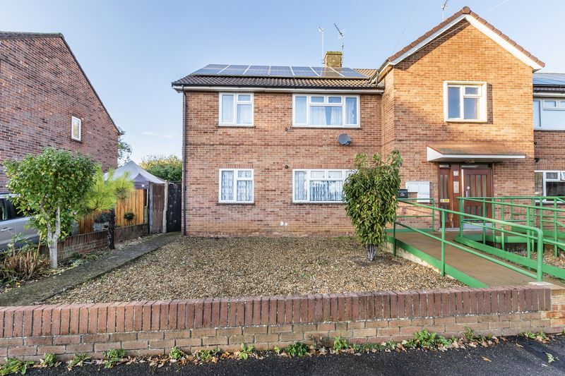 2 bed flat to rent in Bluebell Avenue  - Property Image 2