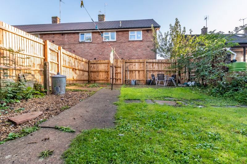 2 bed flat to rent in Bluebell Avenue 3
