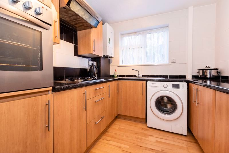 2 bed flat to rent in Bluebell Avenue 4