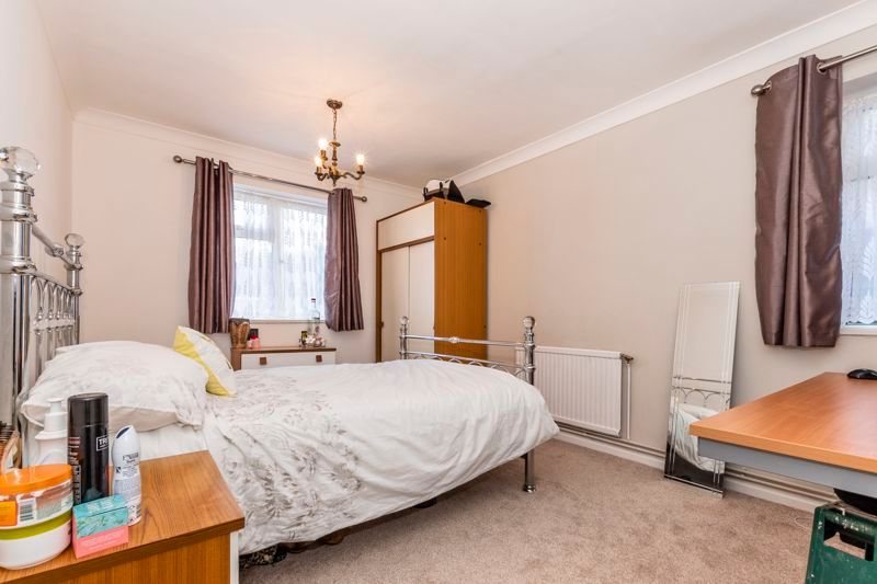 2 bed flat to rent in Bluebell Avenue 6