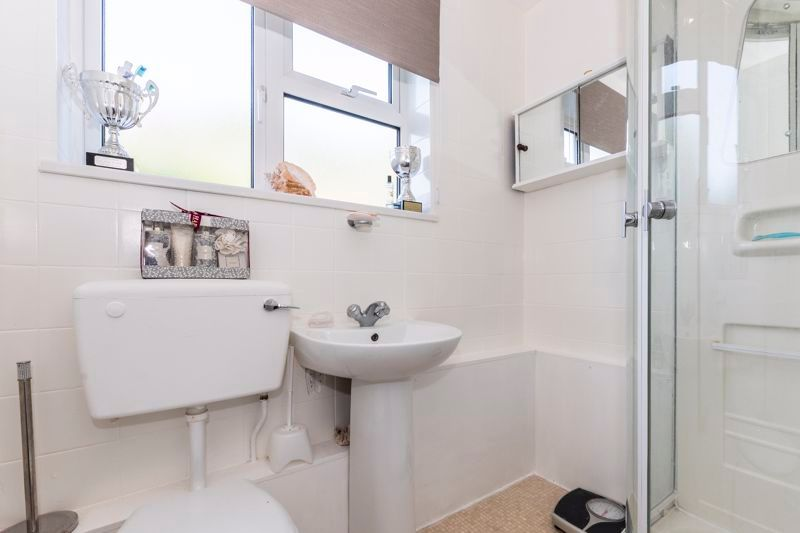 2 bed flat to rent in Bluebell Avenue 7