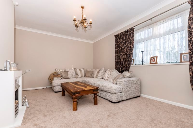 2 bed flat to rent in Bluebell Avenue 8