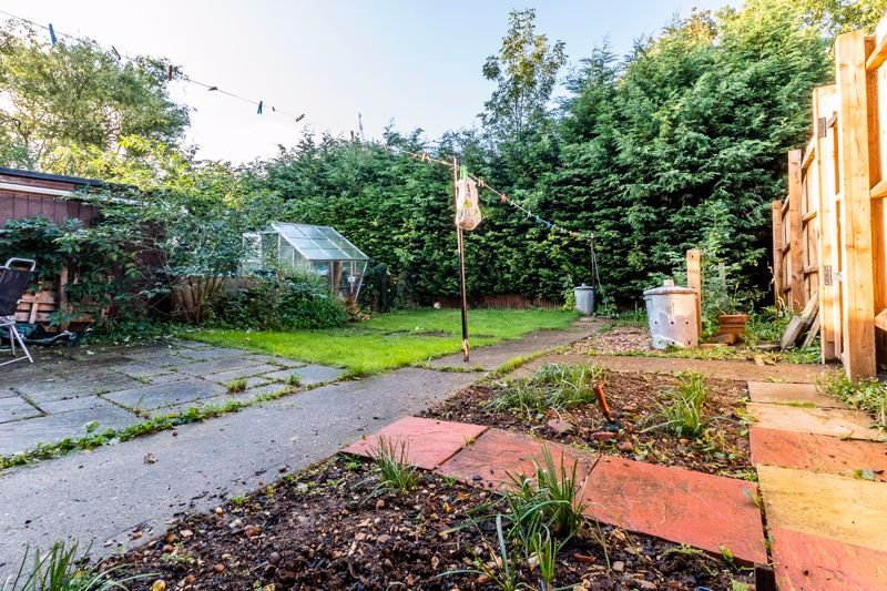 2 bed flat to rent in Bluebell Avenue 9