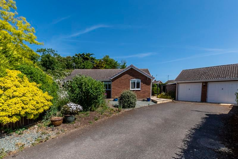 3 bed bungalow for sale in Rectory Way, PE7