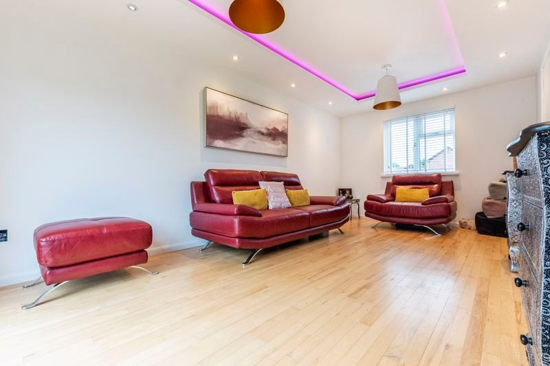 3 bed house for sale in Swallowfield - Property Image 1