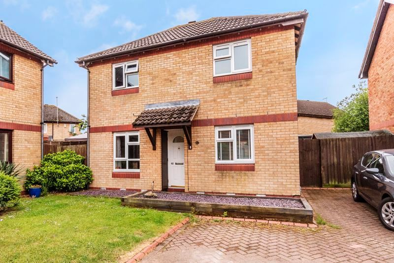 3 bed house for sale in Swallowfield 2