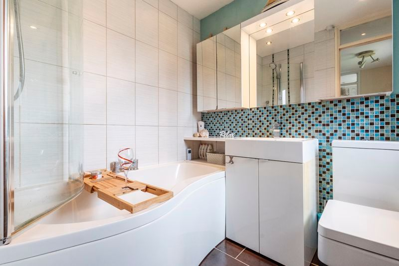 3 bed house for sale in Swallowfield  - Property Image 11