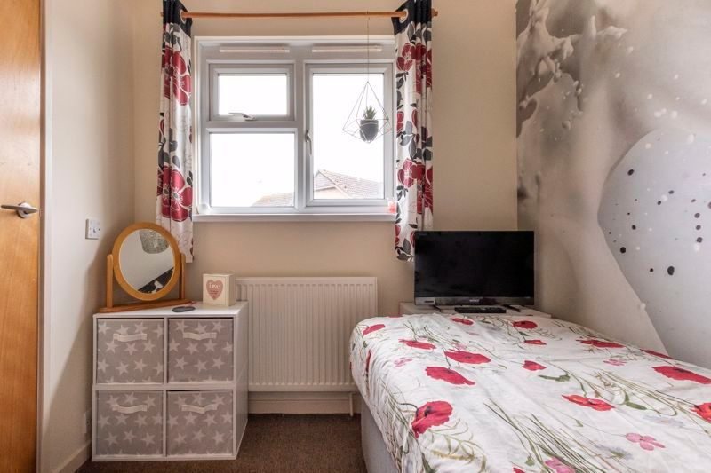 3 bed house for sale in Swallowfield 13