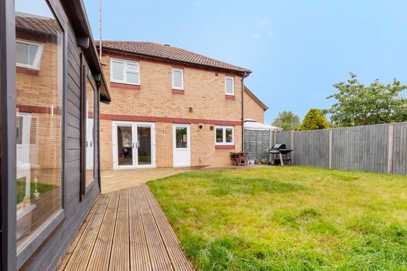 3 bed house for sale in Swallowfield 15