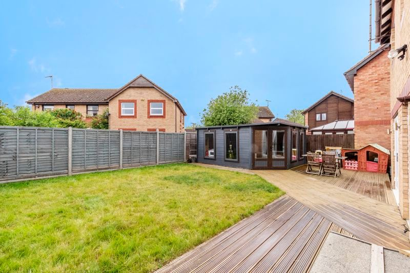3 bed house for sale in Swallowfield 16