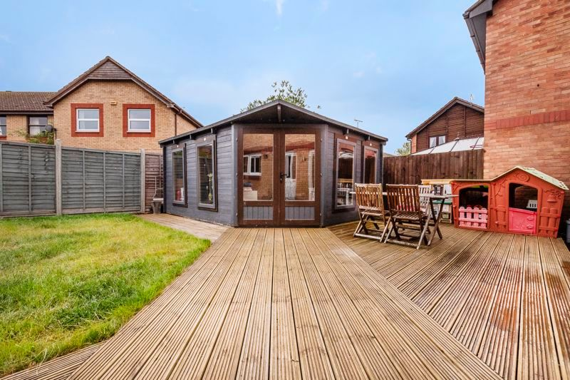 3 bed house for sale in Swallowfield 3