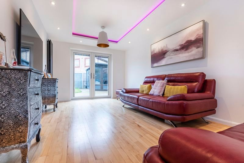 3 bed house for sale in Swallowfield  - Property Image 4