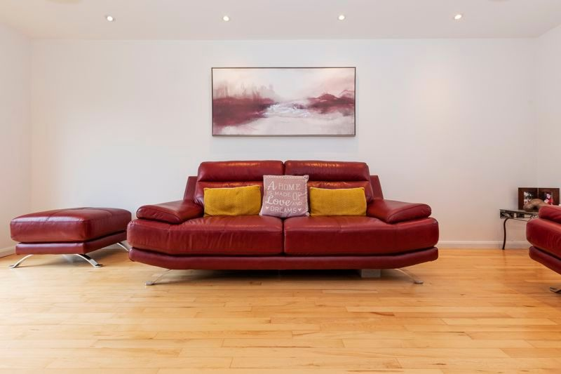 3 bed house for sale in Swallowfield 5