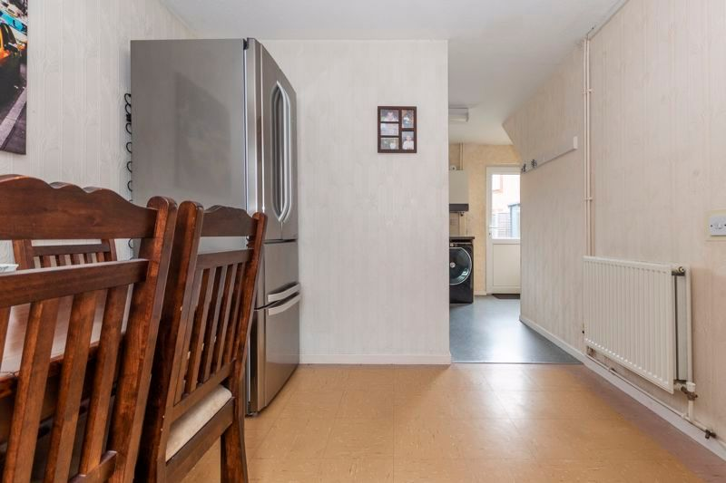 3 bed house for sale in Swallowfield 6