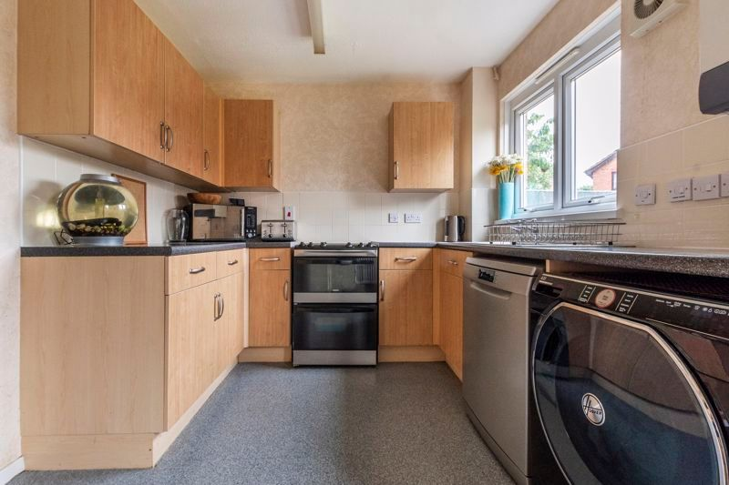 3 bed house for sale in Swallowfield 7