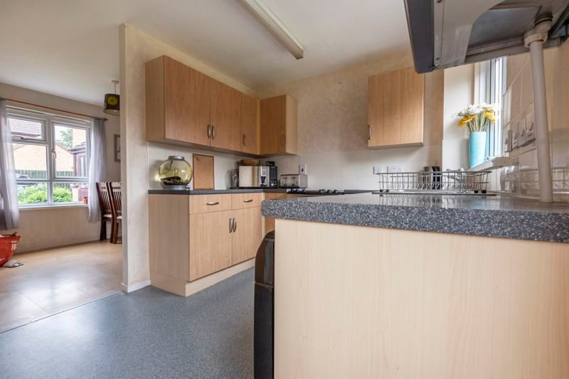 3 bed house for sale in Swallowfield 8