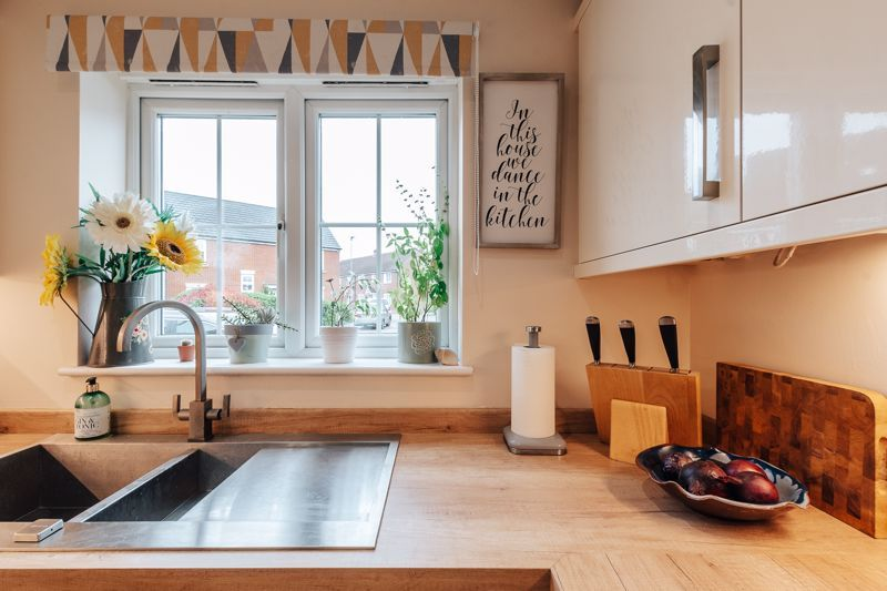 4 bed house for sale in Violet Way - Property Image 1