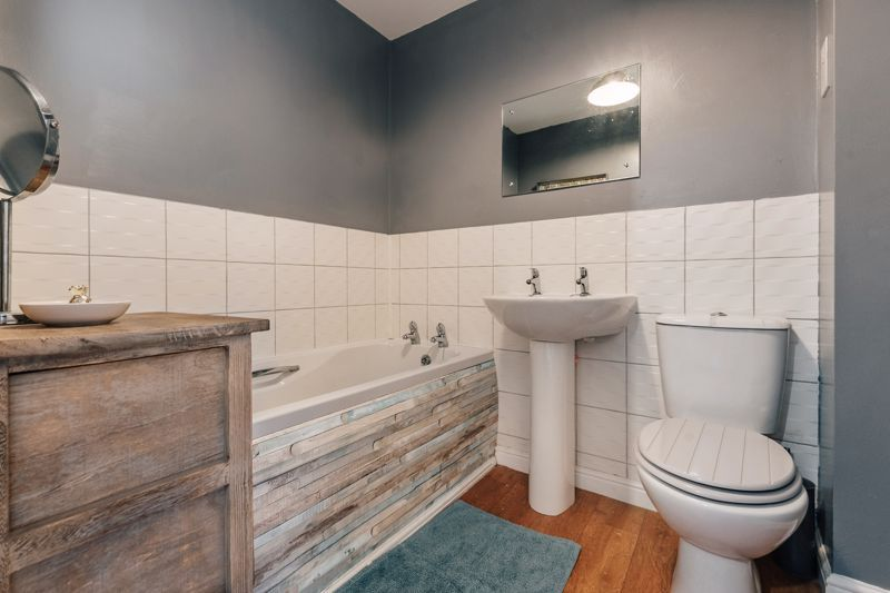 4 bed house for sale in Violet Way  - Property Image 13