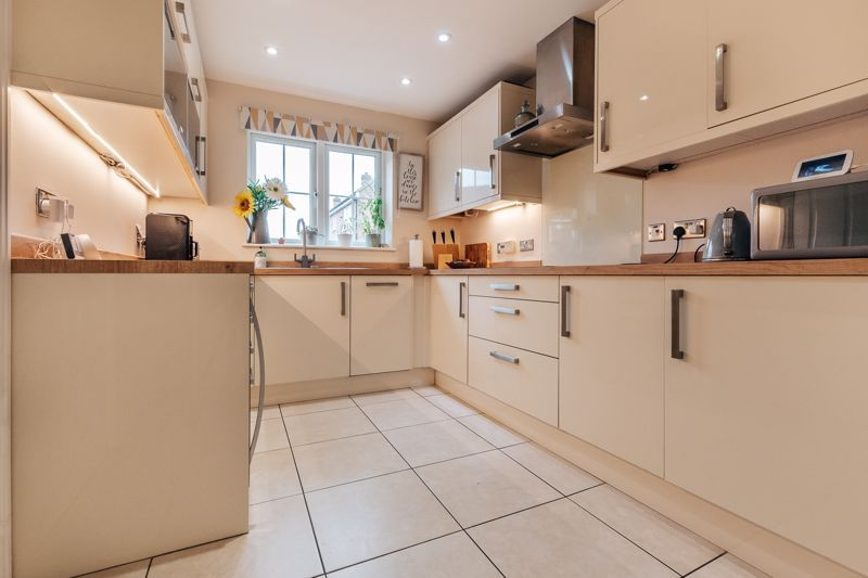 4 bed house for sale in Violet Way 4