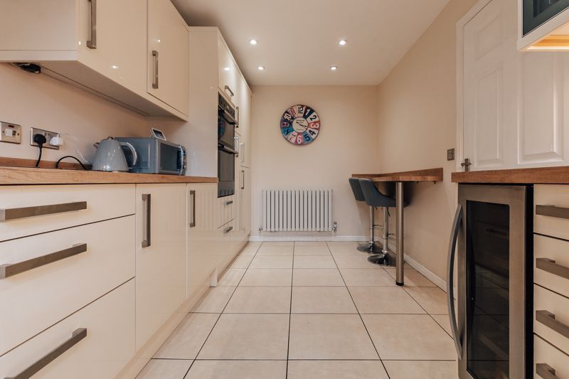 4 bed house for sale in Violet Way 5
