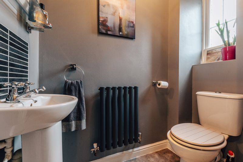 4 bed house for sale in Violet Way  - Property Image 6