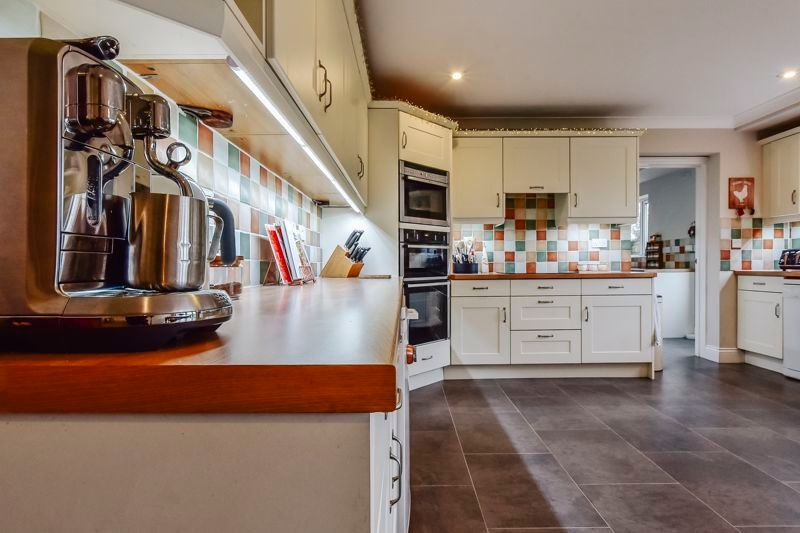 5 bed house for sale in Holme Road  - Property Image 11