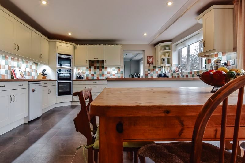5 bed house for sale in Holme Road 13
