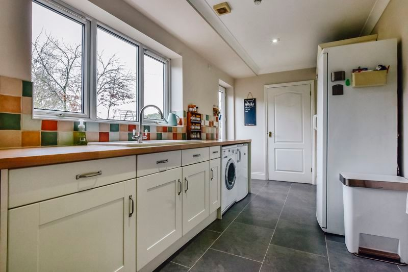 5 bed house for sale in Holme Road 14