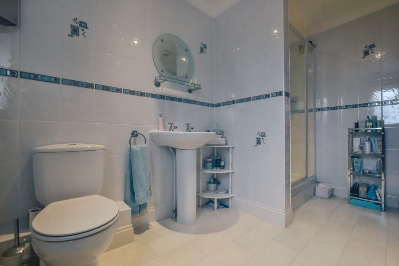5 bed house for sale in Holme Road 19