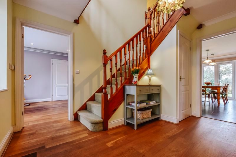5 bed house for sale in Holme Road 3