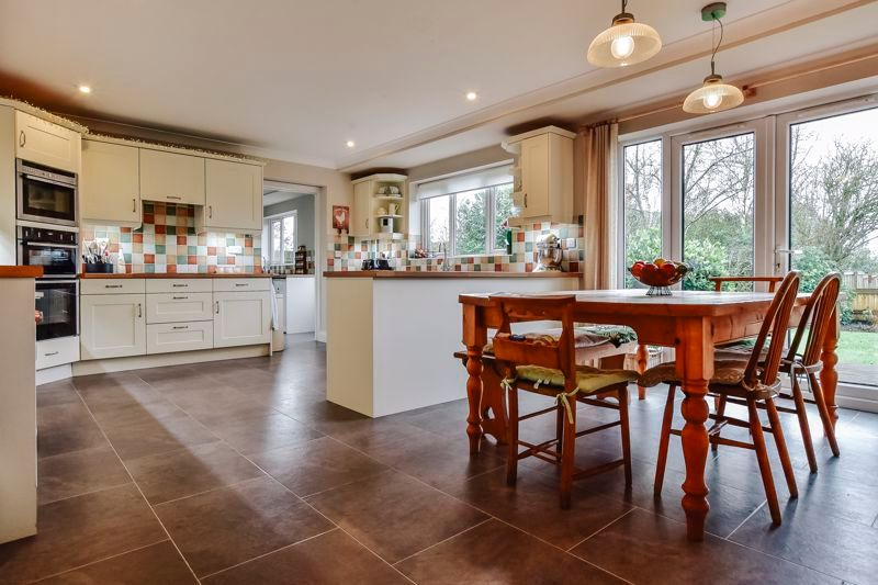 5 bed house for sale in Holme Road 4
