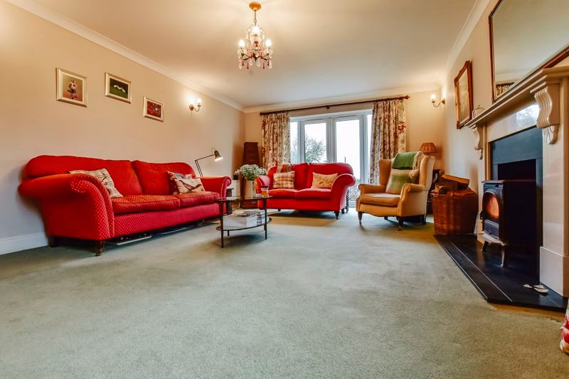 5 bed house for sale in Holme Road 6