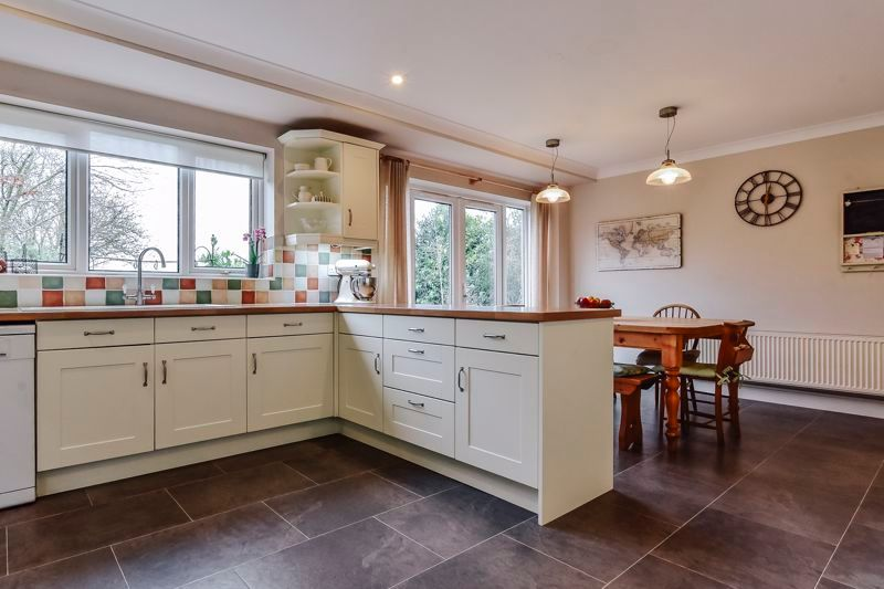 5 bed house for sale in Holme Road 10