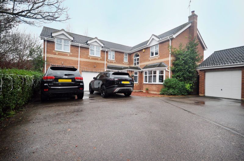4 bed house for sale in Rolls Close, PE7