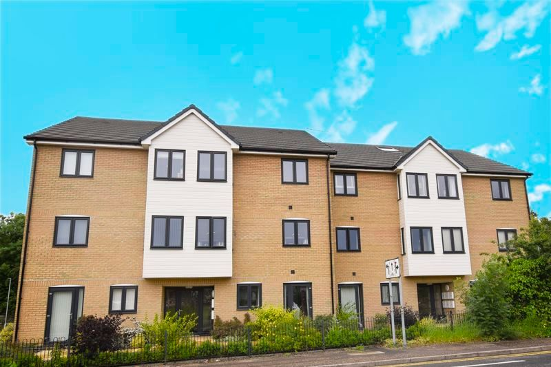 2 bed flat to rent in Eye Road 1