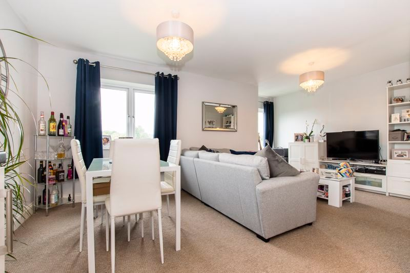 2 bed flat to rent in Eye Road 3