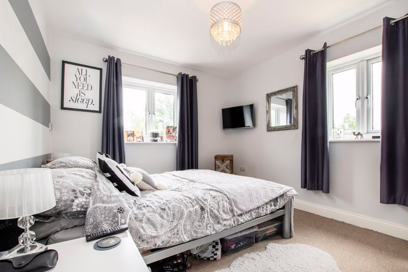 2 bed flat to rent in Eye Road 4
