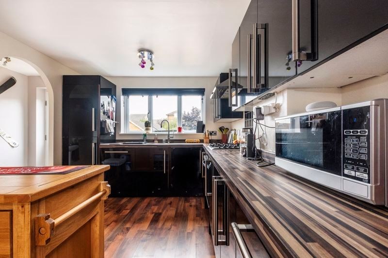 3 bed house for sale in Lakeview Way 2