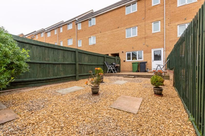 3 bed house for sale in Lakeview Way 5