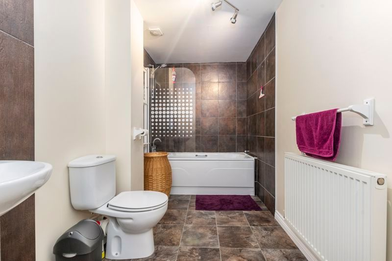 3 bed house for sale in Lakeview Way 7