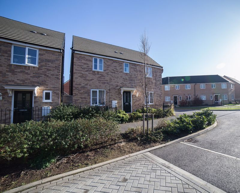 4 bed house for sale in Everest Way, PE7