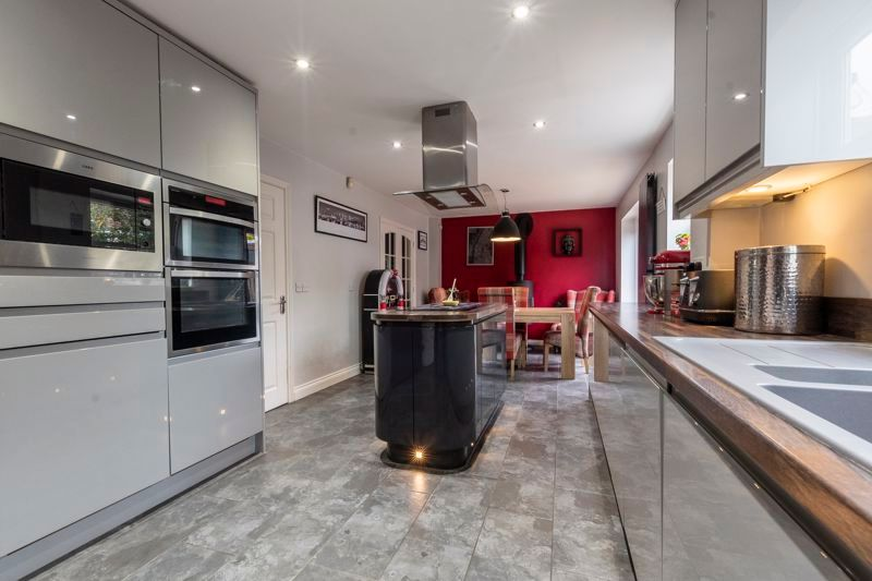 6 bed house for sale in Daimler Avenue, PE7