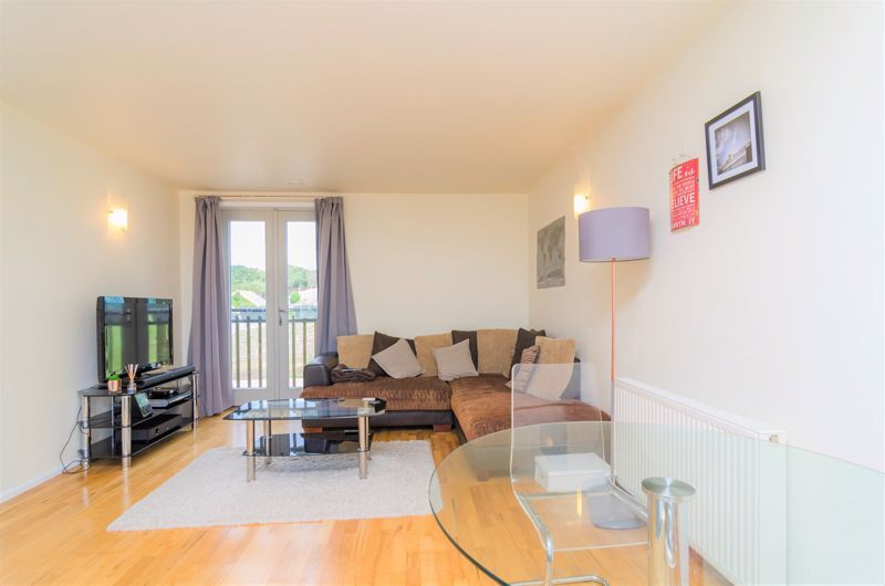 2 bed flat for sale in Silver Hill 6